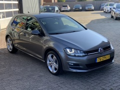 Volkswagen-Golf-13