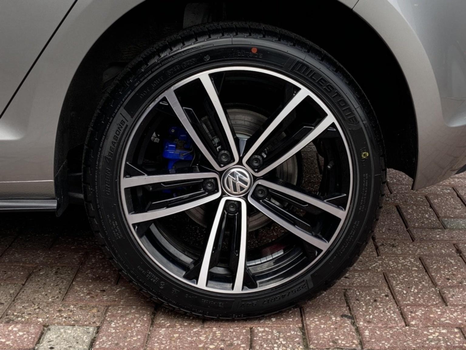 Volkswagen-Golf-23